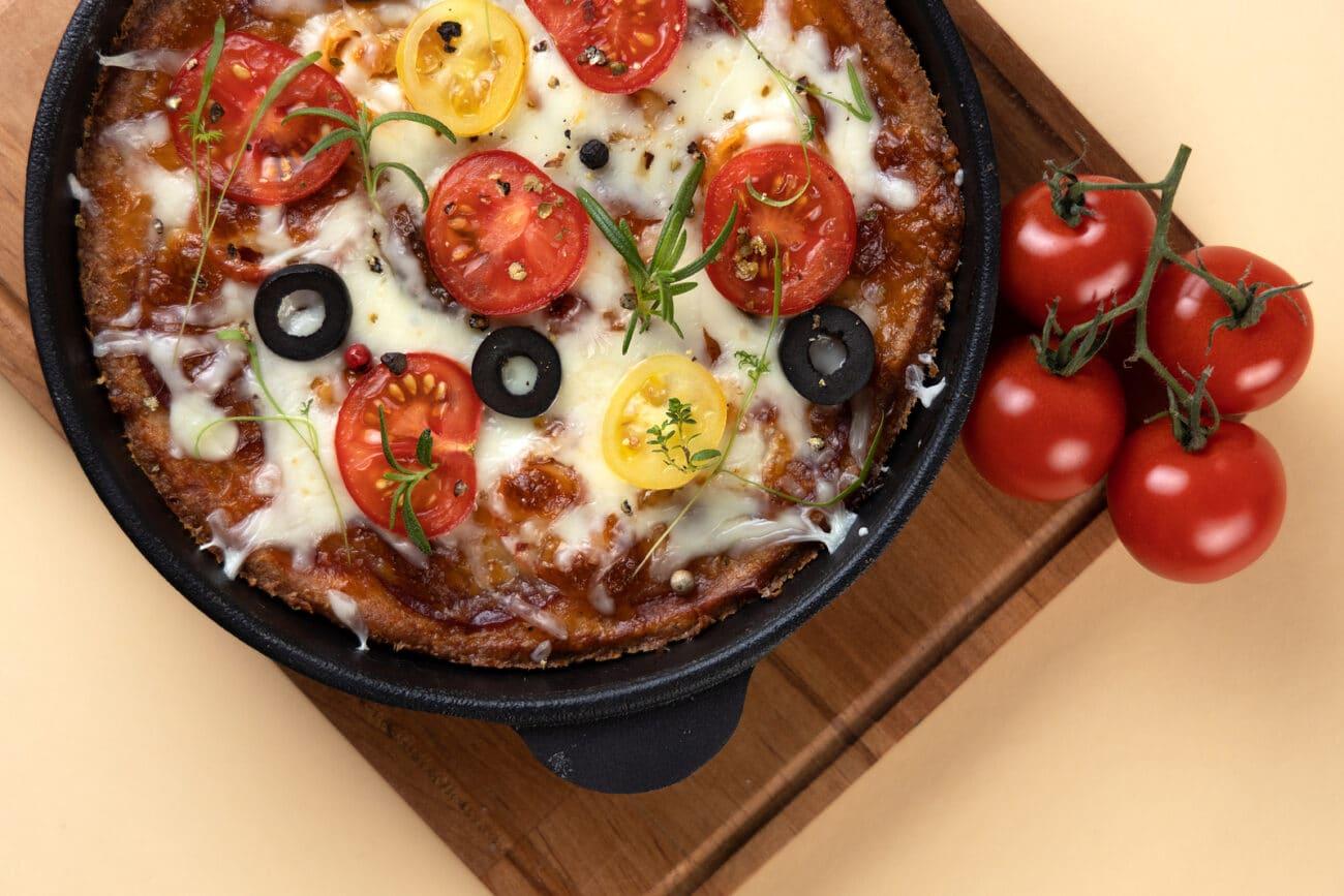 pizza keto con base mozzarella